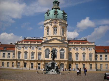 Die Fläche Von Berlin Von 900 Km² Entspricht Einem Quadrat Von Einer  Seitenlänge Mit 30 Kilometer.